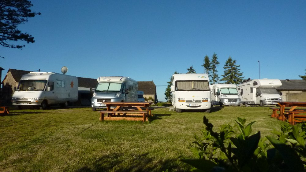 Aire camping-car à Sénergues (12320) - Photo 1